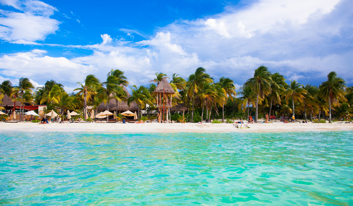 Isla Mujeres is a gorgeous place with a pretty nice weather.